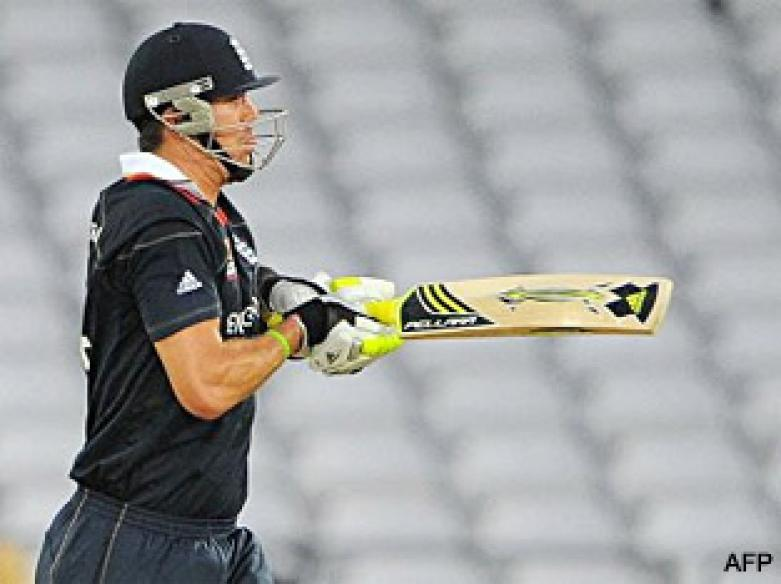 <a href='http://cricketnext.in.com/news/bopara-falls-after-pakistan-decide-to-bowl/41511-29.html'>T20: Pietersen keeps England alive</a> | <a href='http://cricketnext.in.com/scorecard/match/full/enpk0706.html'>Score</a> | <a href='http://cricketnext.in.com/slideshow/g668/view.html'>Pics</a>