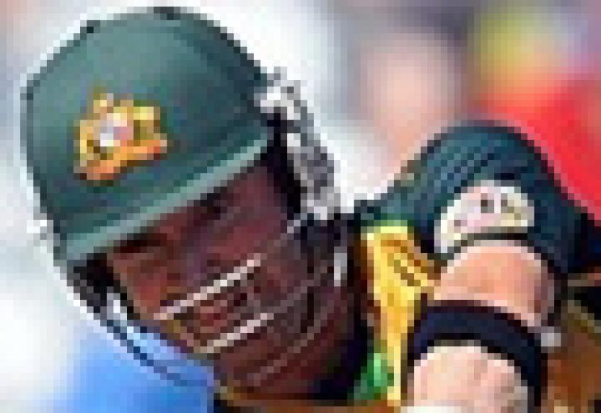 <a href='http://cricketnext.in.com/news/australia-put-in-to-bat-in-mustwin-game/41537-29.html'>T20: Australia knocked out</a> | <a href='http://cricketnext.in.com/scorecard/match/full/ausl0806.html'>Score</a> | <a href='http://cricketnext.in.com/slideshow/g669/view.html'>Pics</a> | <a href='http://cricketnext.in.com/news/stats-ponting-the-most-unsuccessful-t20-skipper/41542-29.html'>Stats</a>
