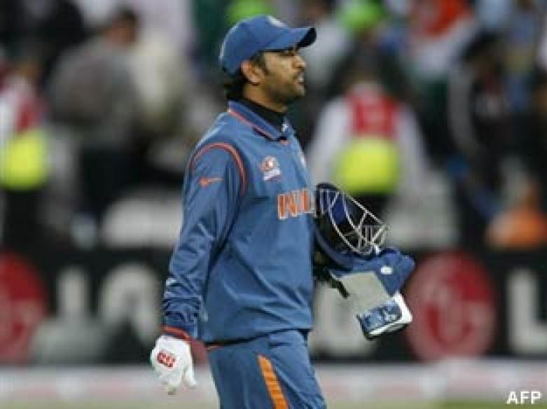 <a href='http://cricketnext.in.com/news/india-eye-durban-encore-against-england/41713-29.html'>Insipid India crash out of World T20</a> | <a href='http://cricketnext.in.com/scorecard/match/full/inen1406.html'>Score</a> | <a href='http://cricketnext.in.com/slideshow/g678/view.html'>Pics</a>
