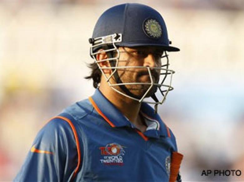 <a href='http://cricketnext.in.com/news/inept-india-fail-to-sign-off-in-style/41786-29.html'>T20: India falter again</a> | <a href='http://cricketnext.in.com/scorecard/match/full/sain1606.html'>Score</a> | <a href='http://cricketnext.in.com/slideshow/g681/view.html'>Pics</a> | <a href='http://cricketnext.in.com/news/stats-ipls-hero-fails-miserably-in-england/41787-29.html'>Stats</a>