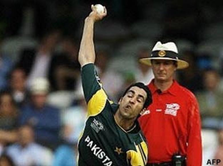 <a href='http://cricketnext.in.com/news/pakistan-elect-to-bat-against-ireland/41739-29.html'>T20: Pakistan thump Ireland by 39 runs</a> | <a href='http://cricketnext.in.com/scorecard/match/full/pkir1506.html'>Score</a>