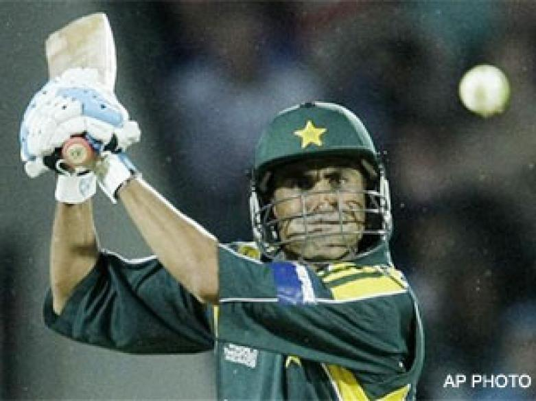 <a href='http://cricketnext.in.com/news/pakistan-look-to-set-stiff-total-for-netherlands/41556-29.html'>T20: Pakistan end Dutch dream</a> | <a href='http://cricketnext.in.com/scorecard/match/full/pkne0906.html'>Score</a>