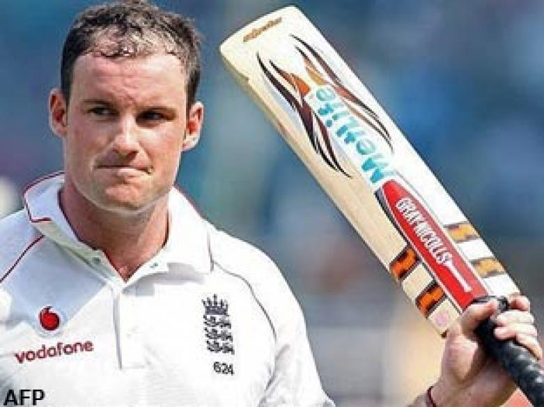 <a href='http://cricketnext.in.com/news/cook-strauss-dominate-after-opting-to-bat/42526-13.html'>Ashes: Early jolt to Aussies after England 425 all out</a>