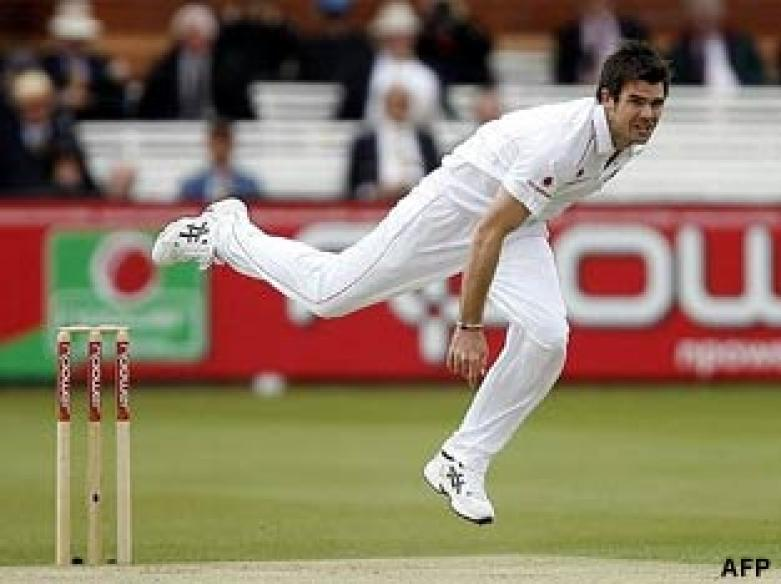 <a href='http://cricketnext.in.com/news/england-get-off-to-a-brisk-start/42564-13.html'>Ashes: Australia face record chase to win 2nd Test</a>