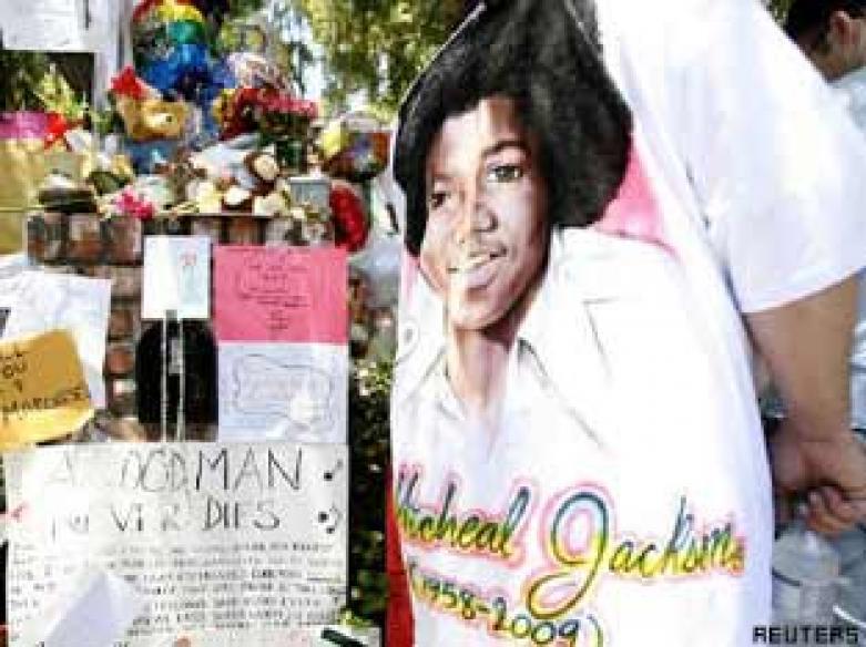 Fans overlook Michael Jackson's dark side