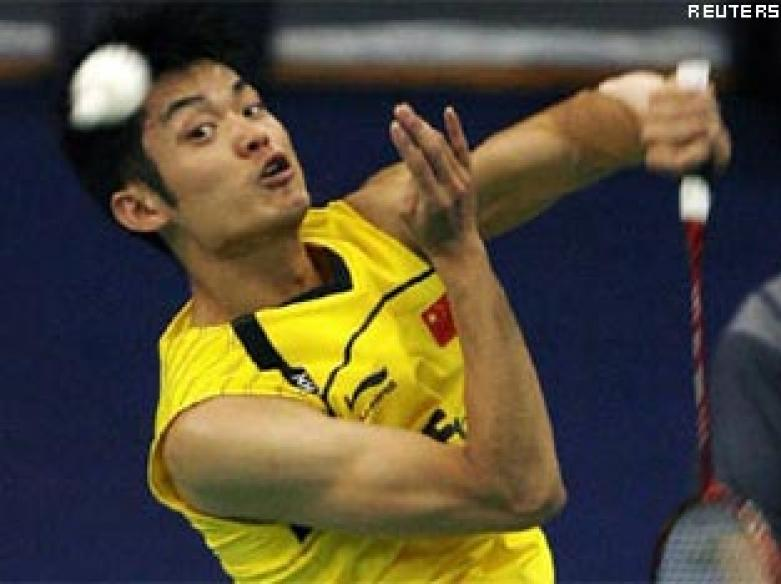 China's Lin enters last eight at World Badminton