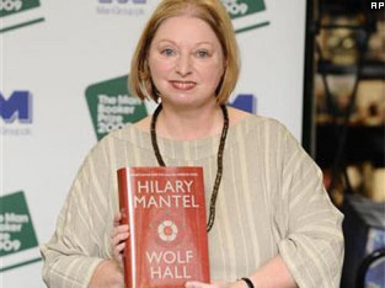 Hilary Mantel wins Man Booker prize for <I>Wolf Hall</i>