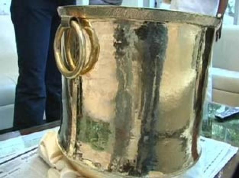Rs 3 crore worth golden vessel offered in Tirupati