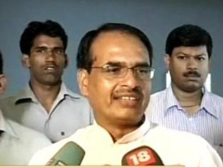 MP Chief Minister slams Biharis, Lalu hits back