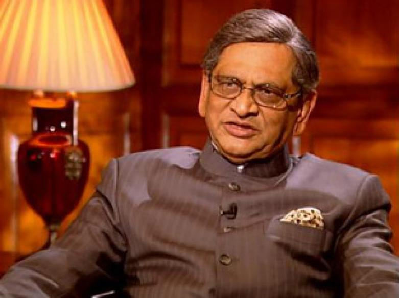 Krishna snubs Tharoor for tweeting on visa rules