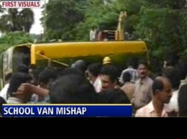 School van accident in TN; 9 students and 1 teacher dead