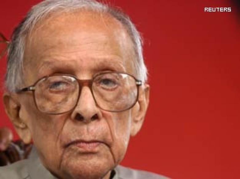 <a href='http://ibnlive.in.com/livestreaming/CNN-IBN/'>Live TV: Watch CNN-IBN coverage on Jyoti Basu's death</a>