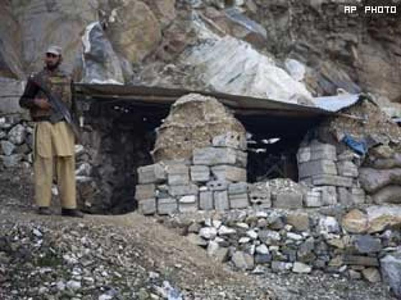 Pak jets kills 30 militants in Afghan border
