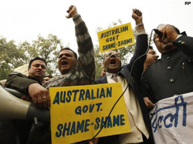 Drunk men assault, abuse Asian couple in Melbourne