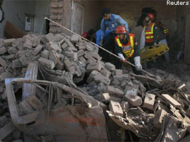 11 killed in bomb attack on Lahore police building
