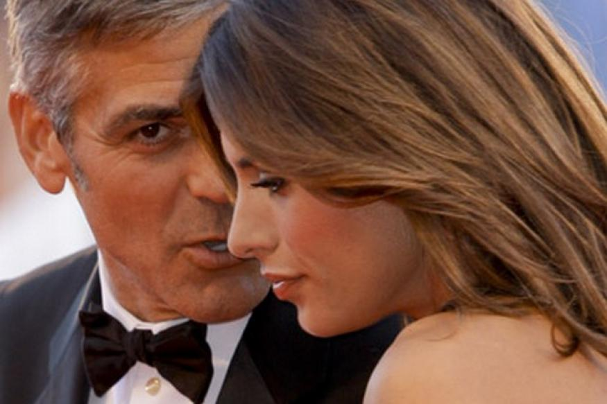 Clooney gets initimate with girl in Hawaii