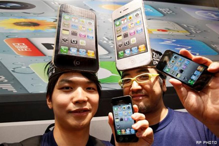 iPhone 4 in short supply at Japan launch