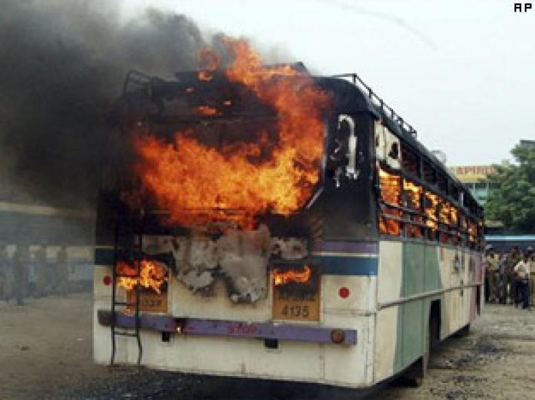 Maharashtra suspends bus services to Karnataka