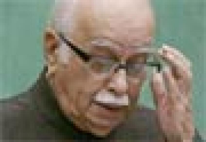 BJP denies Gadkari-Advani rift over Jharkhand