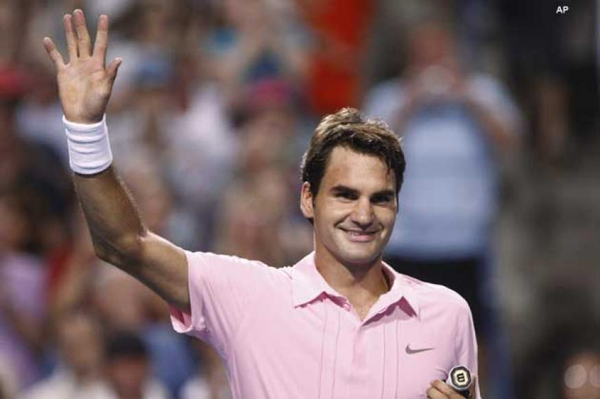 Federer books semifinal berth in Paris Masters