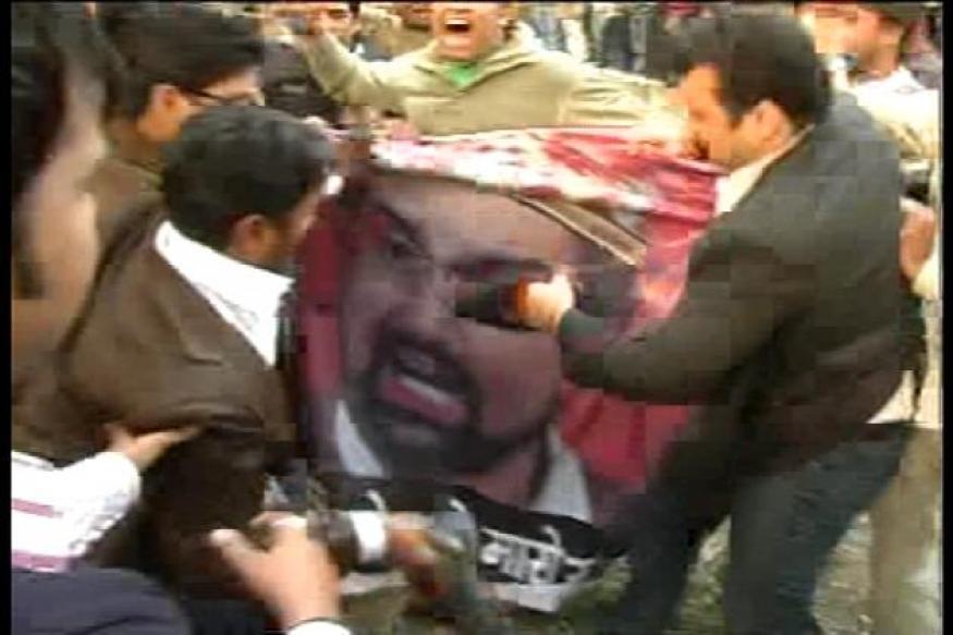 Mirwaiz Umer attacked by BJP activists