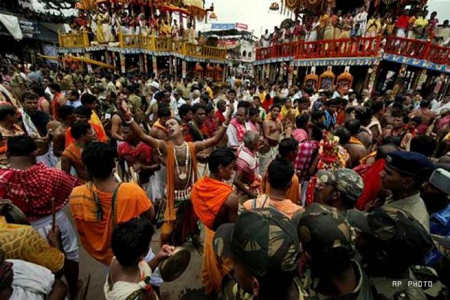 Priests perform 'Pahandi' rituals in Puri