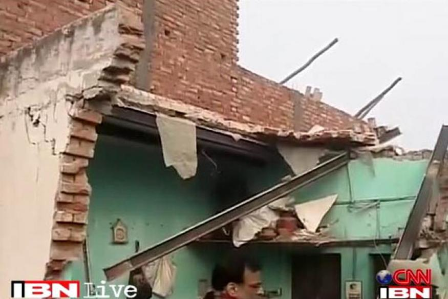 Delhi: Five people killed in building collapse