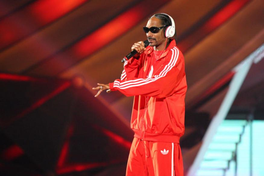 Snoop Dogg detained for cannabis on bus