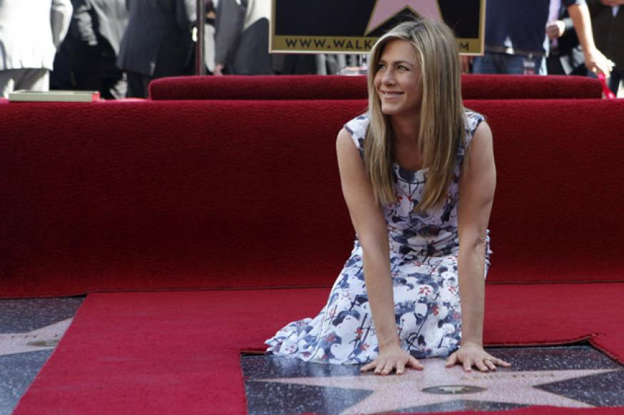 Jennifer Aniston puts her name in Walk of Fame