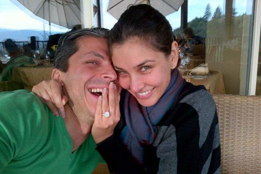 Lisa Ray engaged to consultant Jason Dehni