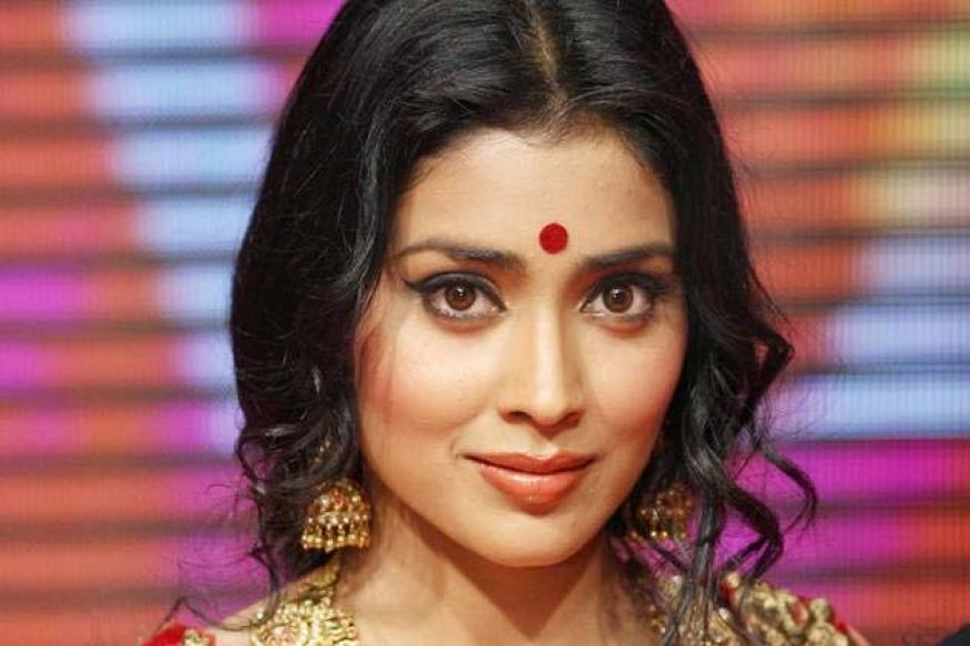 Not cashing on Anna's success: Shriya Saran