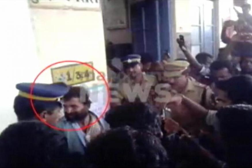 Kerala: Girl pushed off moving train