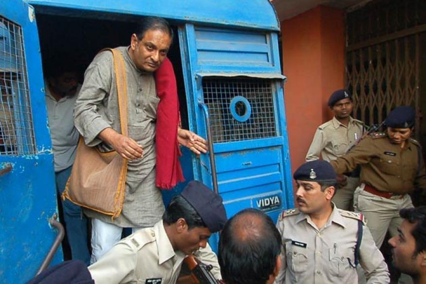 Kochi: ABVP protests against Binayak Sen