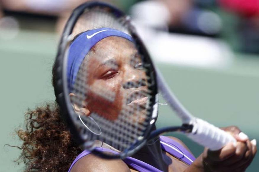 Serena Williams eases through in Miami