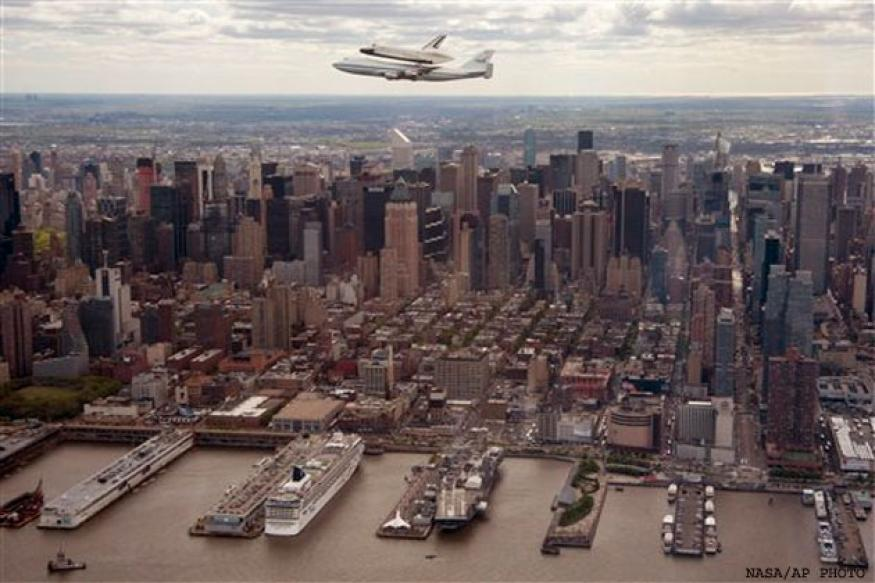 Space shuttle flies over NYC; crowds watch in awe