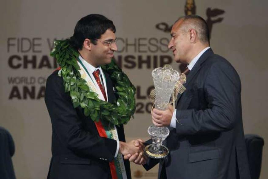 Anand receives championship medal, prize money