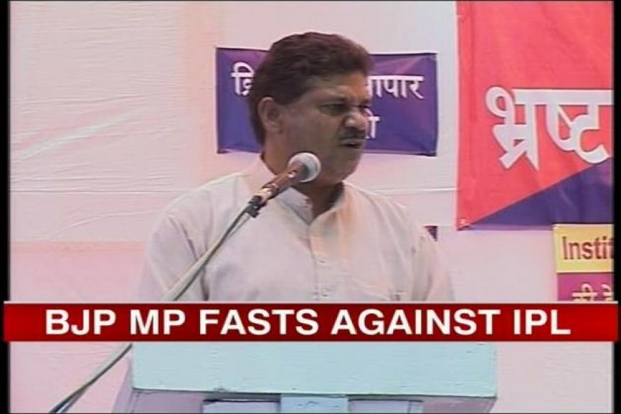 Kirti Azad begins hunger fast against IPL