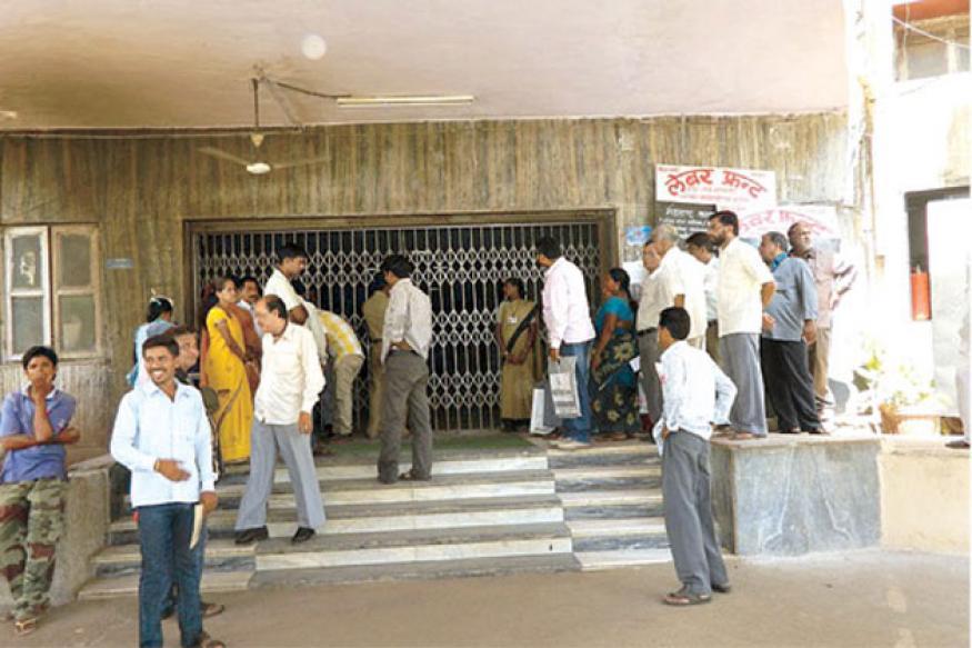 Mumbai: Mayor locks latecomers out of office