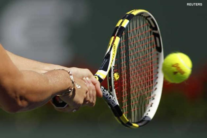 Electronic tennis racquet makes world debut