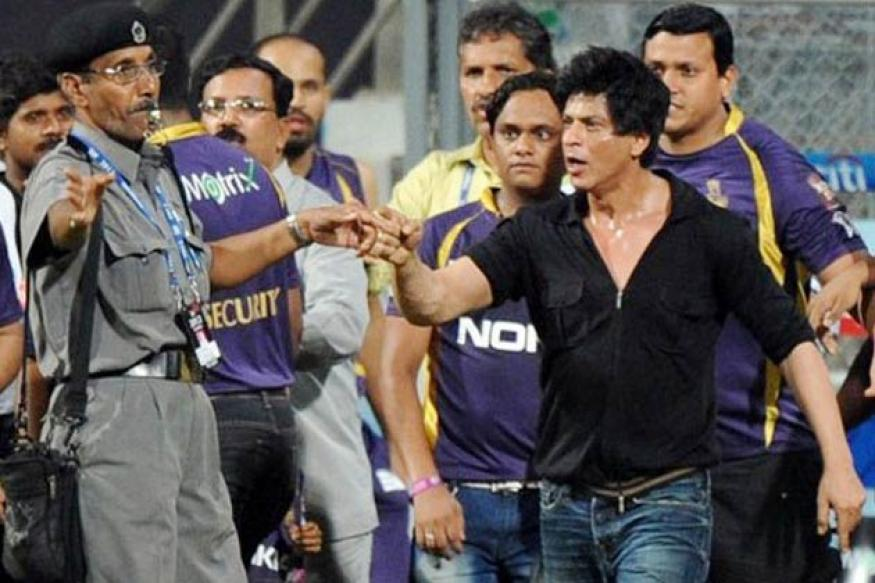 MNS wants to felicitate the guard who defied SRK