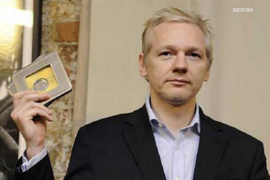 UK: Assange served extradition notice by police