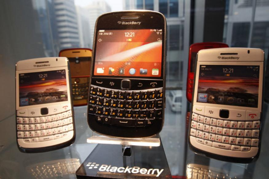Struggling BlackBerry maker RIM begins job cuts