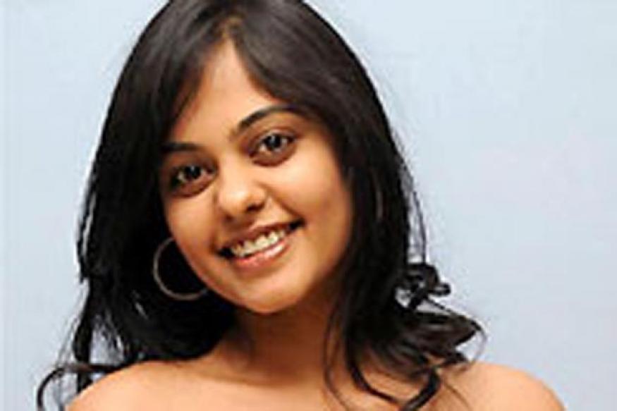 Bindhu Madhavi signs Telugu-Tamil bilingual
