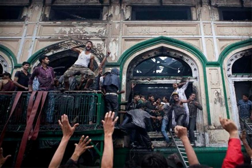 Srinagar shrine fire: Protestors clash with police