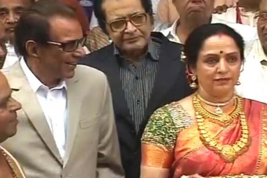 Dharmendra attends Esha Deol's wedding
