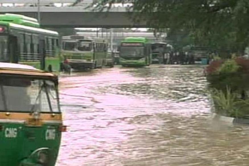 Heavy rains lash Delhi, waterlogging in some areas