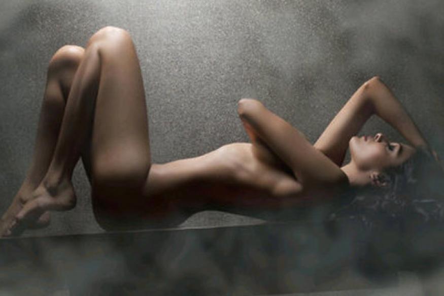 Sherlyn Chopra copies Sunny Leone's nude pose