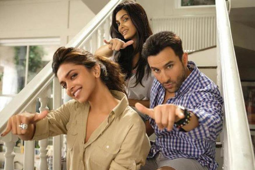 Tweet Review: Saif Ali Khan, Deepika's 'Cocktail'