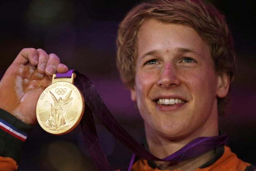 Zonderland gets acrobatic high bar gold