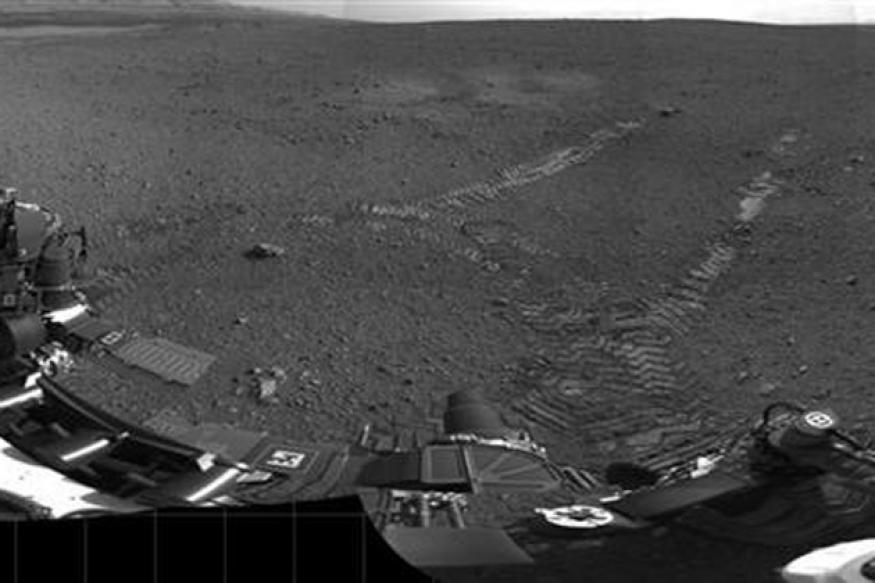 Curiosity spots 'UFOs' zooming across Mars